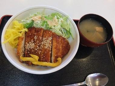 6鶏カツソース丼0626