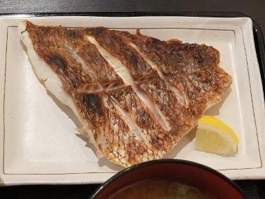 15日替わり焼き魚定食鯛塩焼アップ0831
