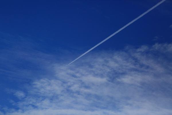 飛行機雲 170418 01