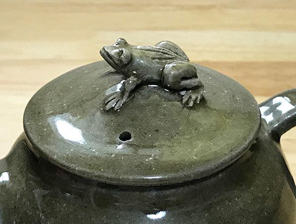 2017_5青磁釉蛙急須9
