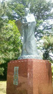 高岡高山右近の像
