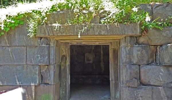 本丸にある石室