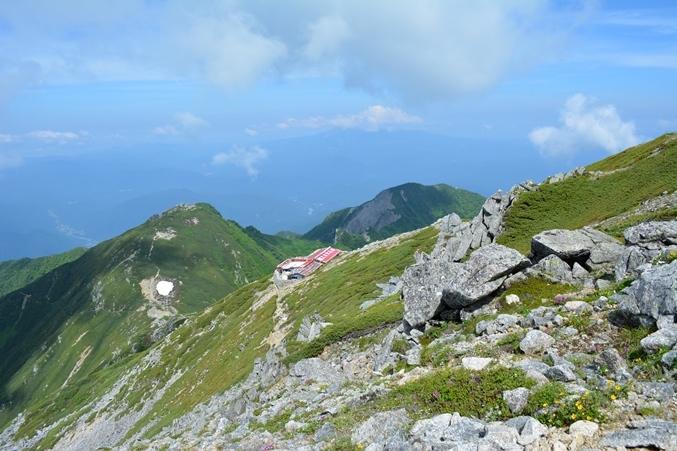 中岳山頂から駒ケ岳頂上小屋を