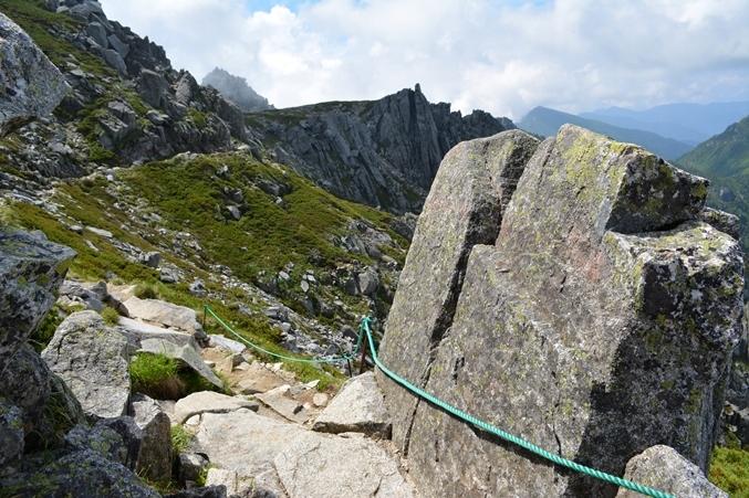 中岳西側の岩