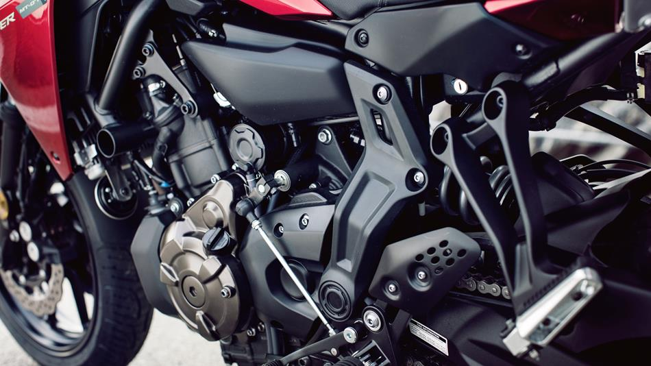 2016-Yamaha-MT07TR-EU-Radical-Red-Detail-005.jpg