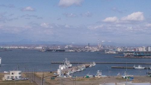 釧路港(米町公園より5月)