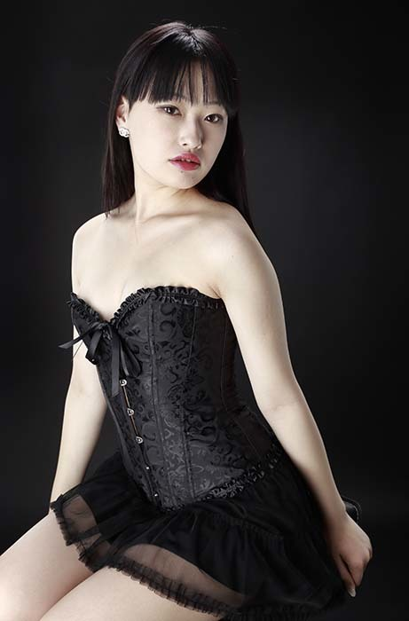 小梅:黒コルセット