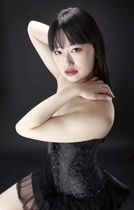 小梅:黒コルセット10