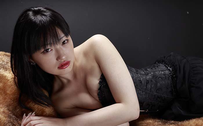 小梅:黒コルセット4