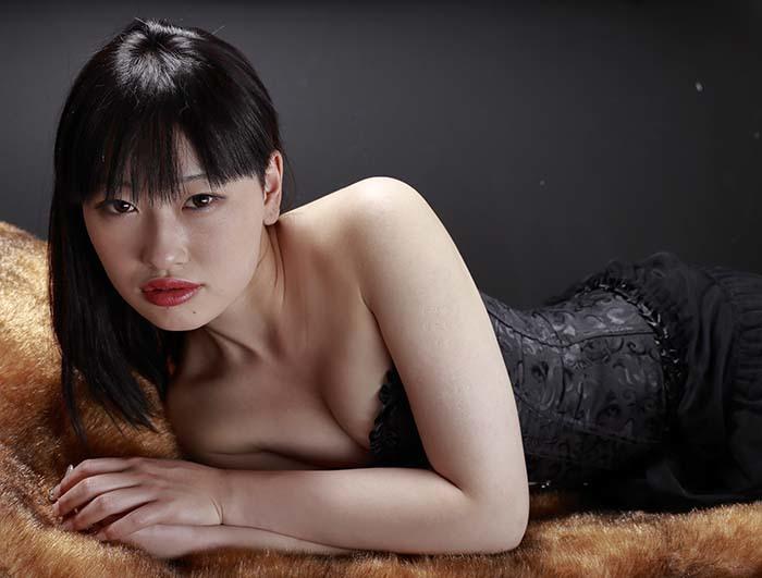 小梅:黒コルセット5