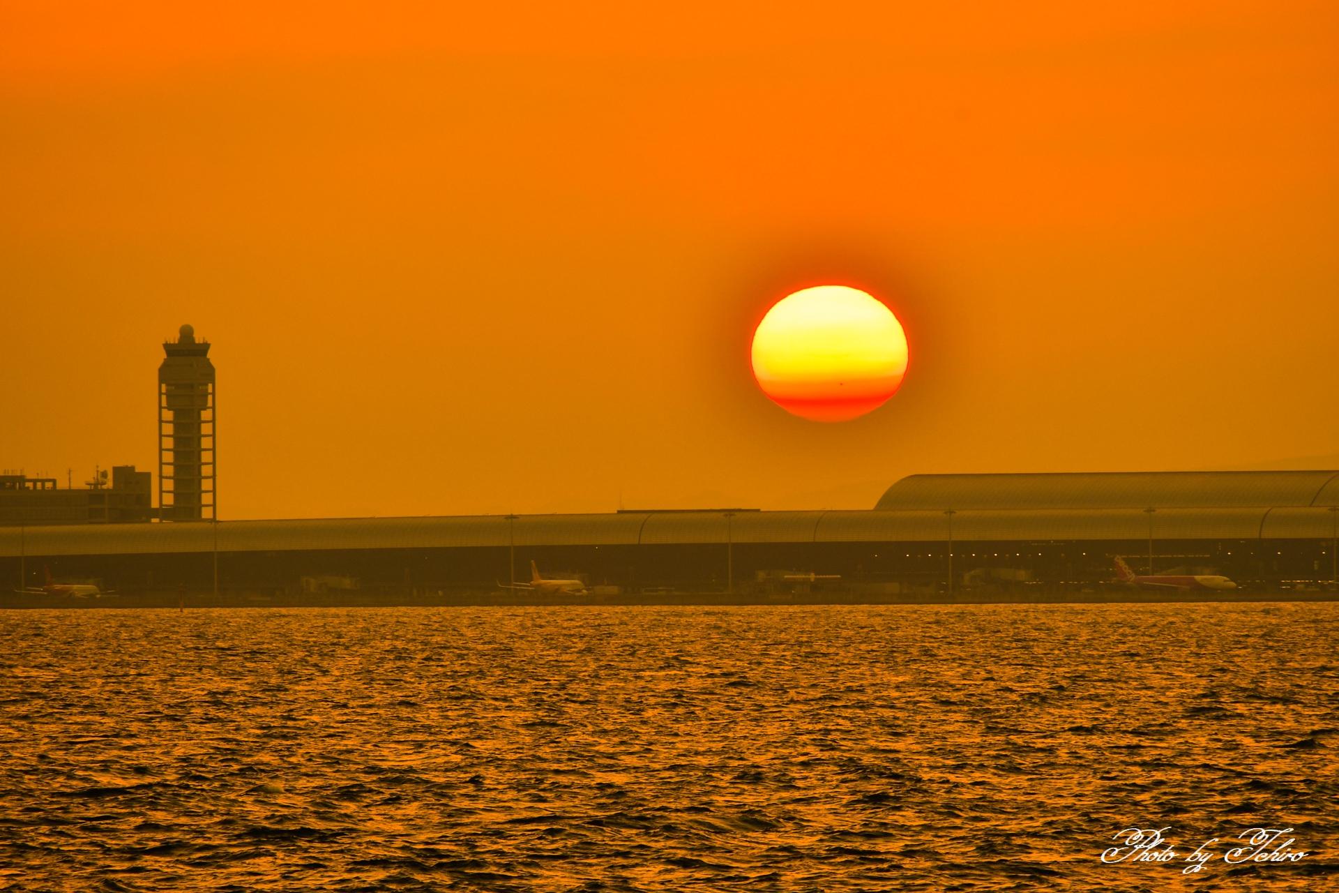 関空に沈む夕日