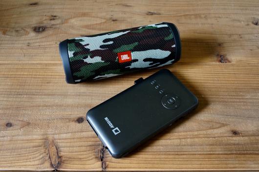 Aodin モバイル DLP モバイルプロジェクターとJBL Flip4 Camo