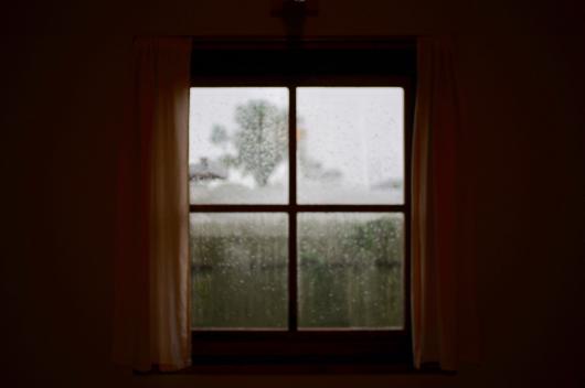 小屋の雨窓