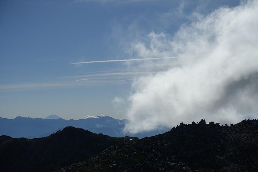 11 中岳から帰路の富士山 15%