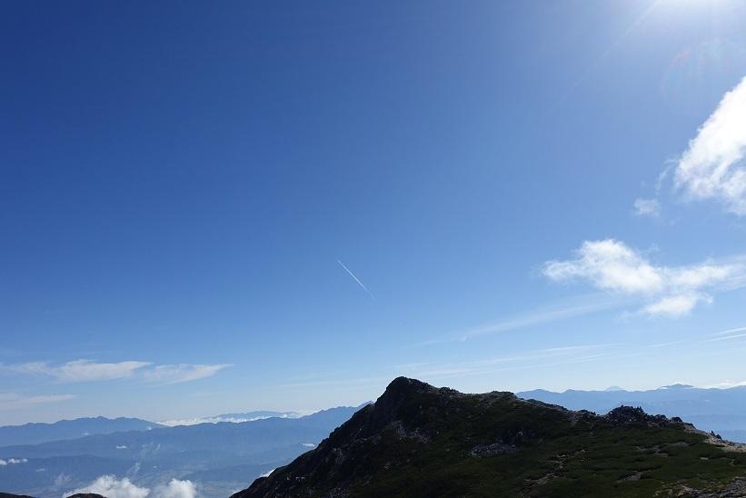 5 伊那前岳と飛行機雲 15%
