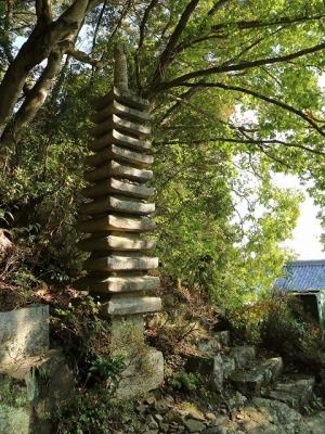 松尾寺・十三重の石塔