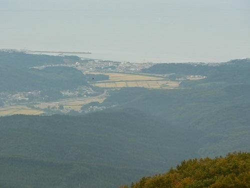 8_山頂からの鰺ヶ沢アップ