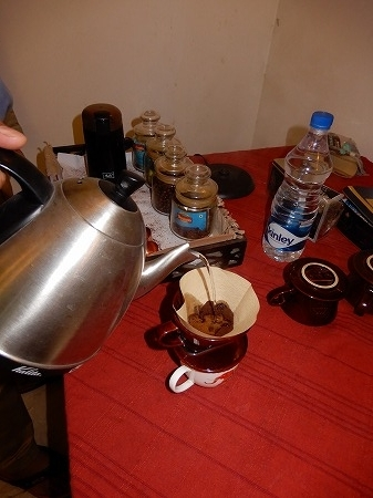 コーヒーも挽いた豆で・・。