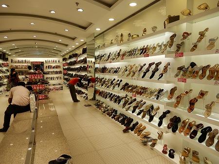 靴屋の店内。