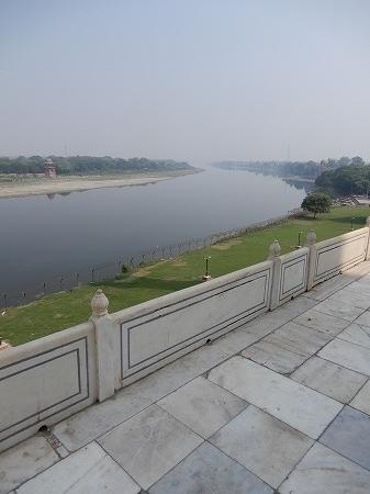 ヤムルー川