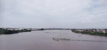 とびうお大橋から弁天島方面望見