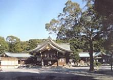 真清田神社境内と拝殿