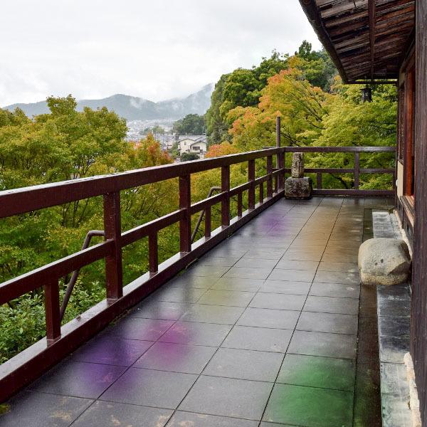 翠風閣の雨