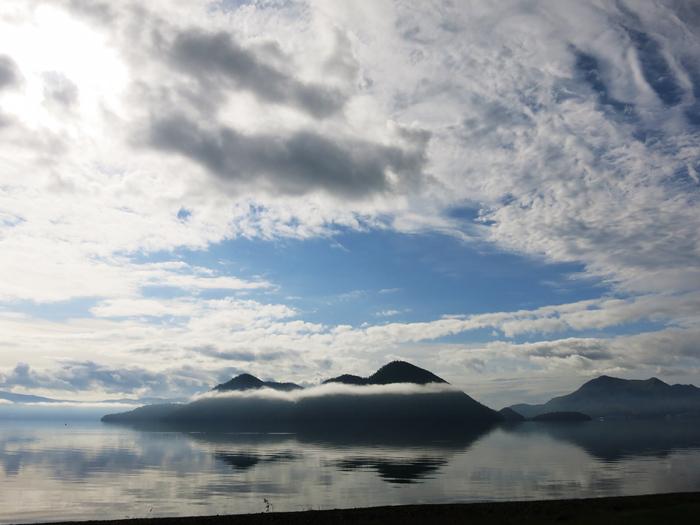洞爺湖 幻想的な朝の中島