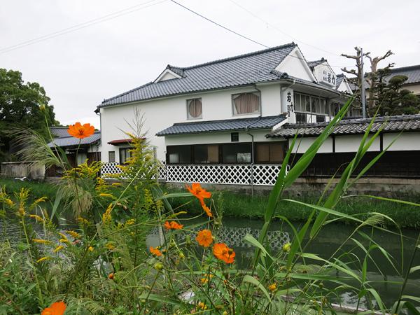 柳川橋を北へ 若力旅館