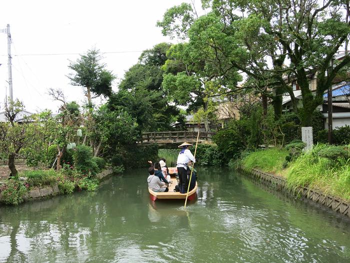 柳川 石橋をくぐるどんこ舟