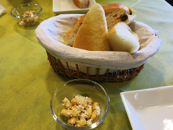 レストラン Ari (レストラン・アリ) パンと付け合わせ