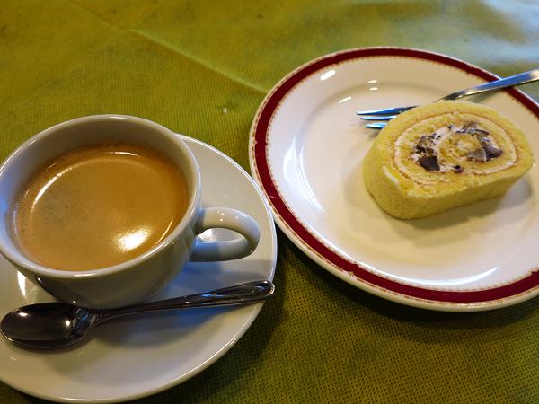 レストラン Ari (レストラン・アリ) コーヒーとマロンロールケーキ