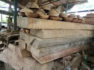 大きい木材
