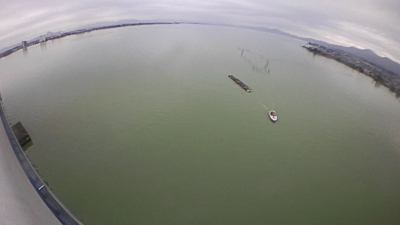 台風21号の大雨による濁りが続く琵琶湖南湖(10月24日12時30分頃)