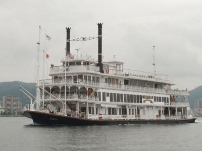 琵琶湖の観光船ミシガン