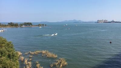 琵琶湖大橋西詰めから眺めた北湖(11月5日12時頃)