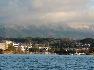 昨年より9日早く初冠雪した比良山(11月19日7時頃)