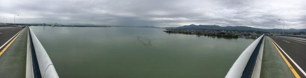 泥濁りの琵琶湖南湖 パノラマ写真