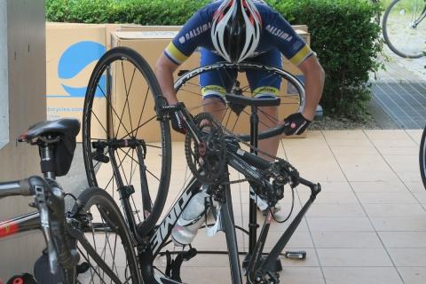 12自転車のオオムラでチューブ交換