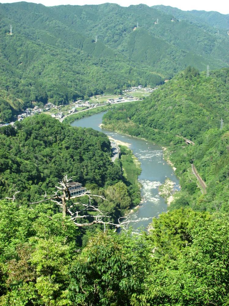 10_笠置山寺-谷間を流れる木津川-750