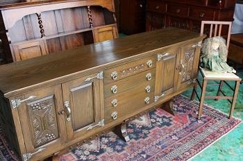 イギリスアンティーク家具 ロング サイドボード