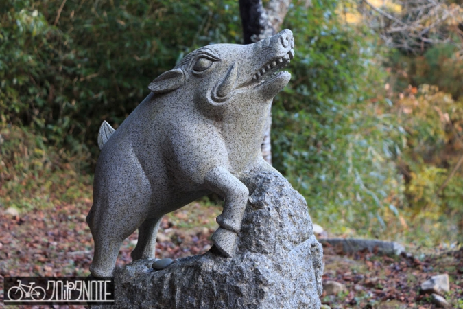 イノシシの狛犬
