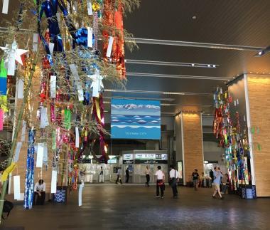 富山駅七夕飾りふたつ201707_convert_20170804170548
