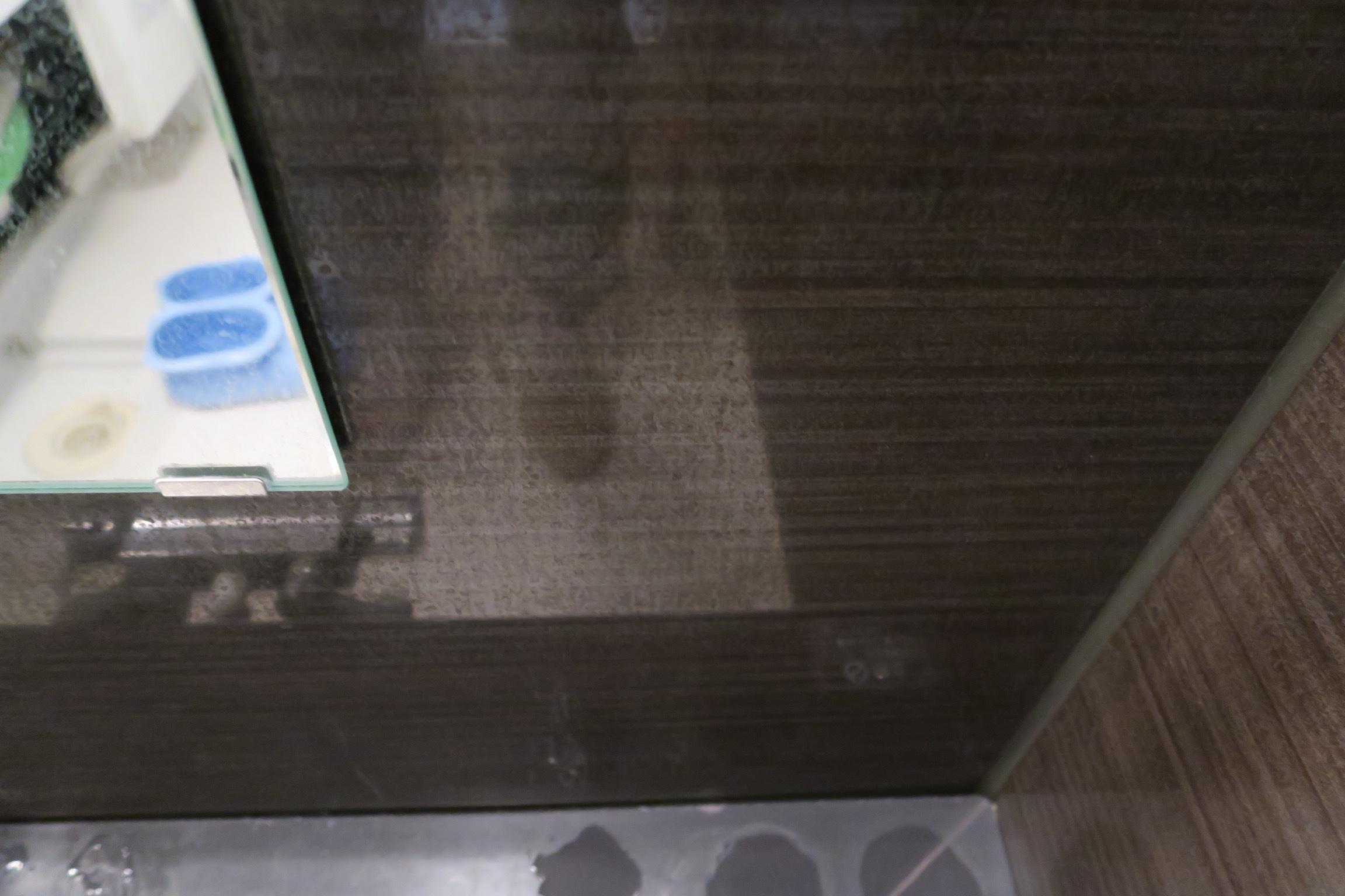 風呂壁水垢1