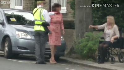 【笑える!】駐車違反監視員にフラペチーノ制裁!「Good Job!」サインが笑える!