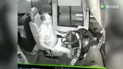 【苦笑】何のため?いきなりバスを事故らせた!