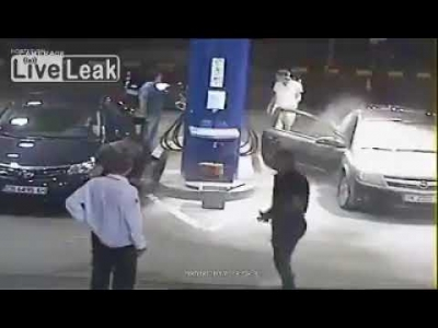 【スカッとワールド!】ガソリンスタンドで禁煙を拒否した若者に制裁!