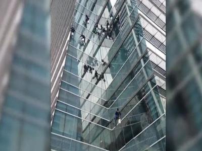 【スゴイ!】バンコクの窓ふきがアクロバティックでスゴイ!