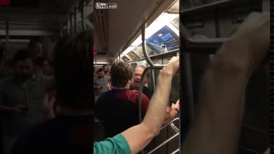 【Fight!】地下鉄内でウザい酔っ払いが追い出される!