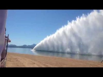 【スゴイ!】パワーボートレース?スゴイ水の壁!